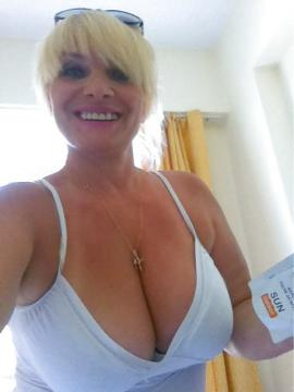 Bigtitblonde from New South Wales,Australia